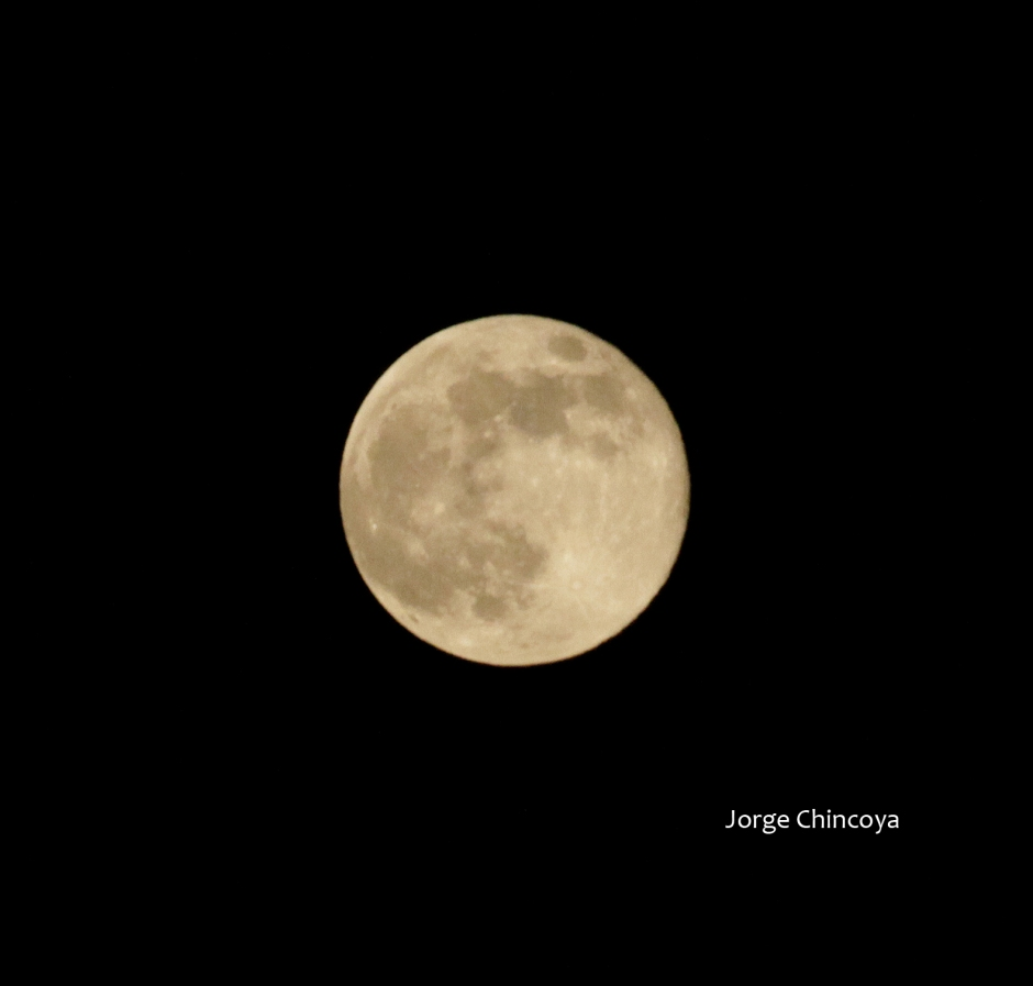 Luna_2 10ago14 by Jorge Chincoya is licensed under a Creative Commons ...